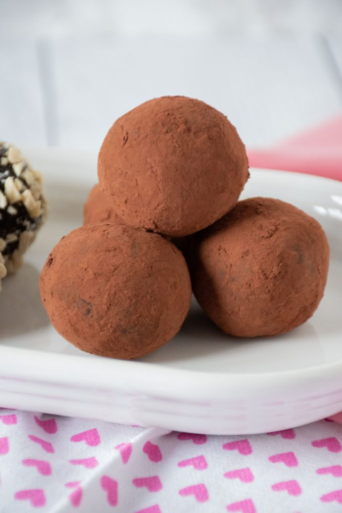 Chocolate truffles covered with cocoa powder