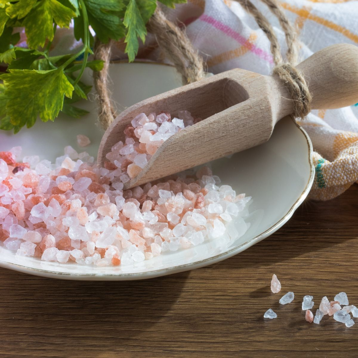 Small dish with pink salt and a small wooden scoop