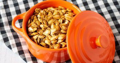 Small ceramic pot of roasted pumpkin seeds
